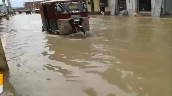 Decenas de vehículos de carga y de servicio interprovincial quedaron varados.