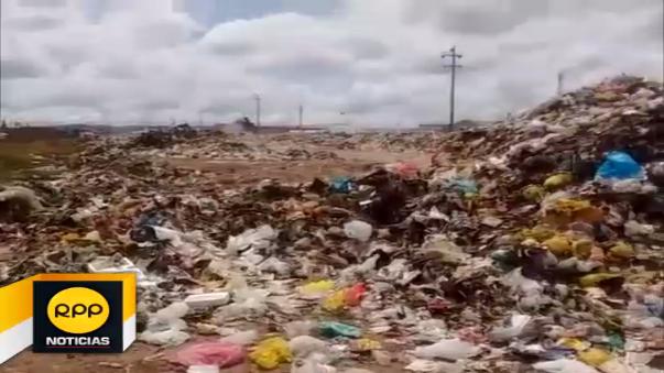 Pobladores protestan por basura acumulada.
