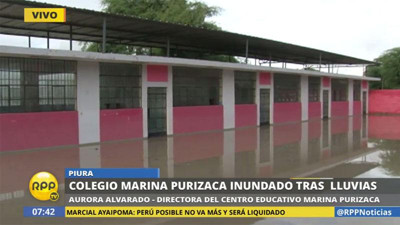 Dos pabellones del colegio Marina Purizaca quedaron inundados, por lo que la dirección decidió suspender el inicio de las clases.