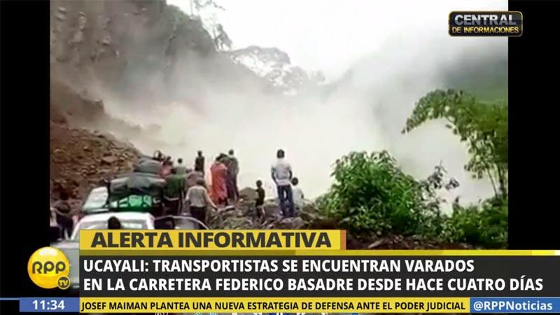 Los deslizamientos han producido daños en la vía Federico Basadre.