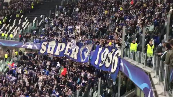 Así alentó la hinchada del Porto a su equipo en el Juventus Stadium.