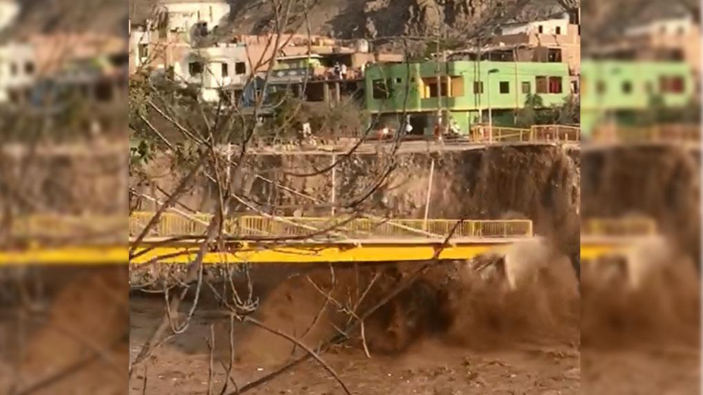 El momento de la caída del puente Talavera.
