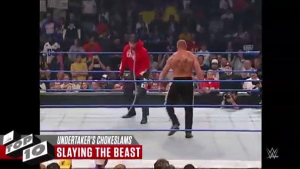 The Undertaker aplica un Chokeslam a Lesnar.