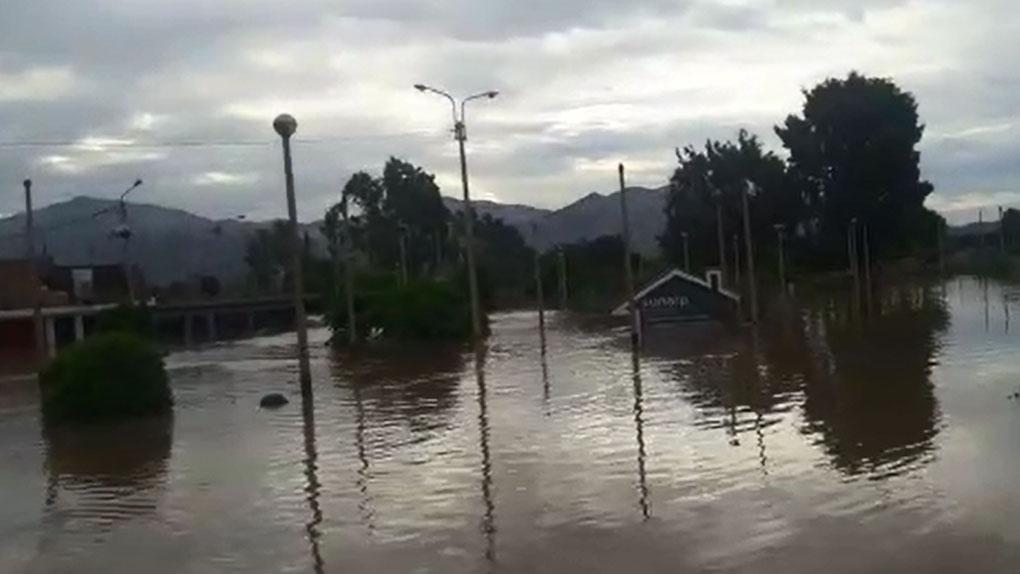Huarmey amaneció cubierta de agua.