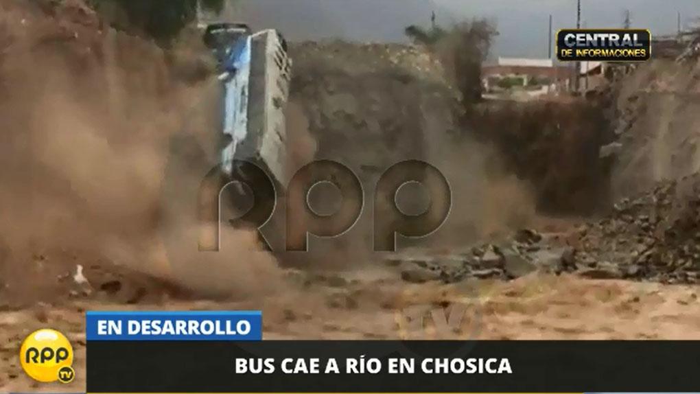 El bus que cayó sobre el río Rímac no llevaba pasajeros.