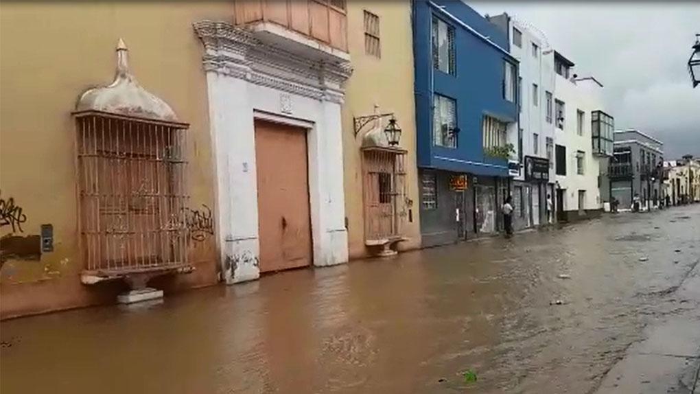 Las intensas lluvias hicieron colapsar las calles de Trujillo.