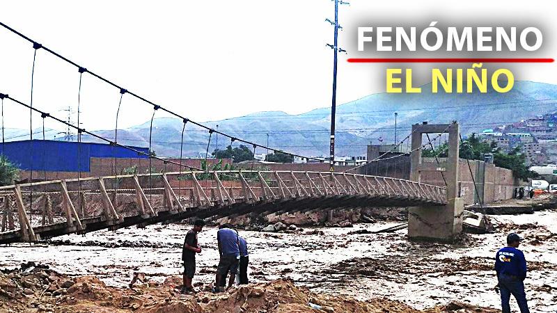 El desborde del río afectó a más de cien familias e hizo caer parte de la estructura del puente.