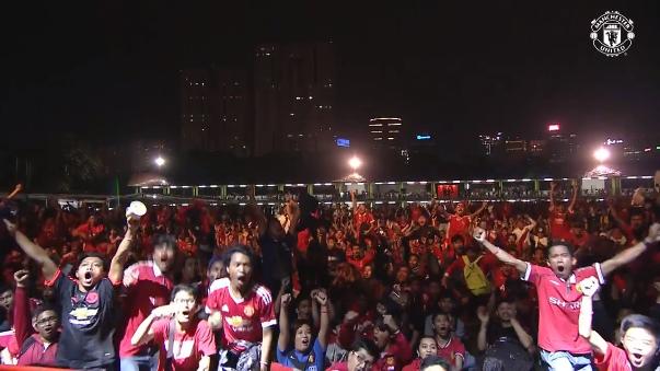Así celebraron los hinchas del Manchester United el gol de Jesse Lingard.