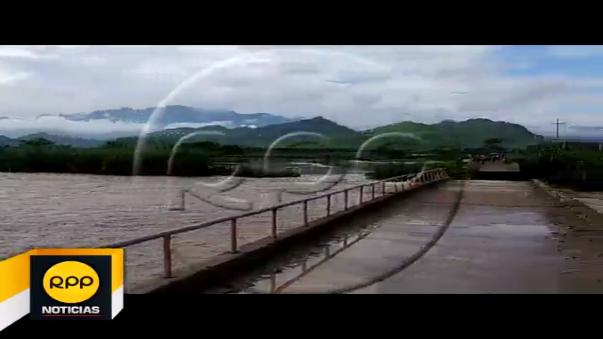 Un nuevo puente colapsó ante la fuerza del caudal