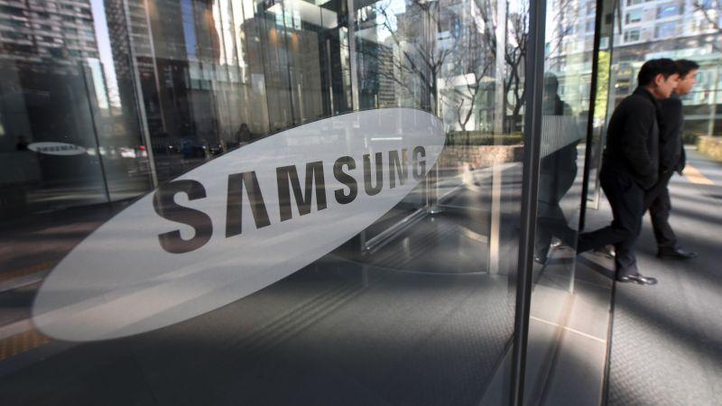 Samsung sacó a la venta su phablet de alta gama Galaxy Note 7 el 19 de agosto de 2016, pero pocos días después comenzó a recibir informes de igniciones durante el proceso de carga del dispositivo.