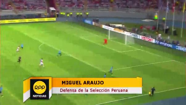 Miguel Araujo jugó en lugar del suspendido Christian Ramos.