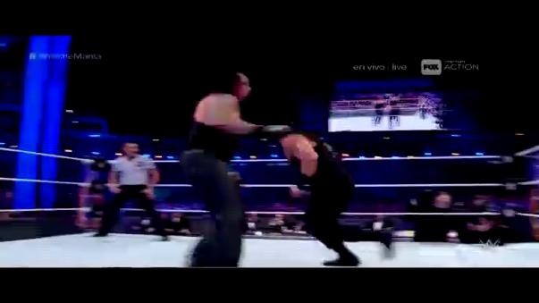 Roman Reigns aplicó una lanza reforzada para ganar.