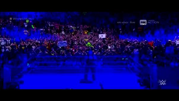 ¿Es el adiós definitivo? Undertaker dejó su traje en el ring.