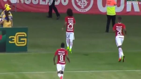 Valdivia anotó uno de los mejores goles de la Serie B de Brasil.