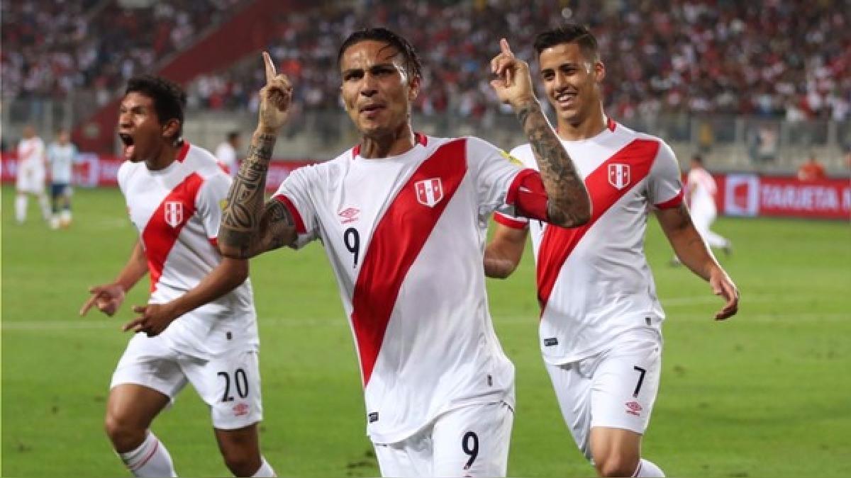 Paolo Guerrero anotó el primer gol de la Selección Peruana ante Uruguay por Eliminatorias.