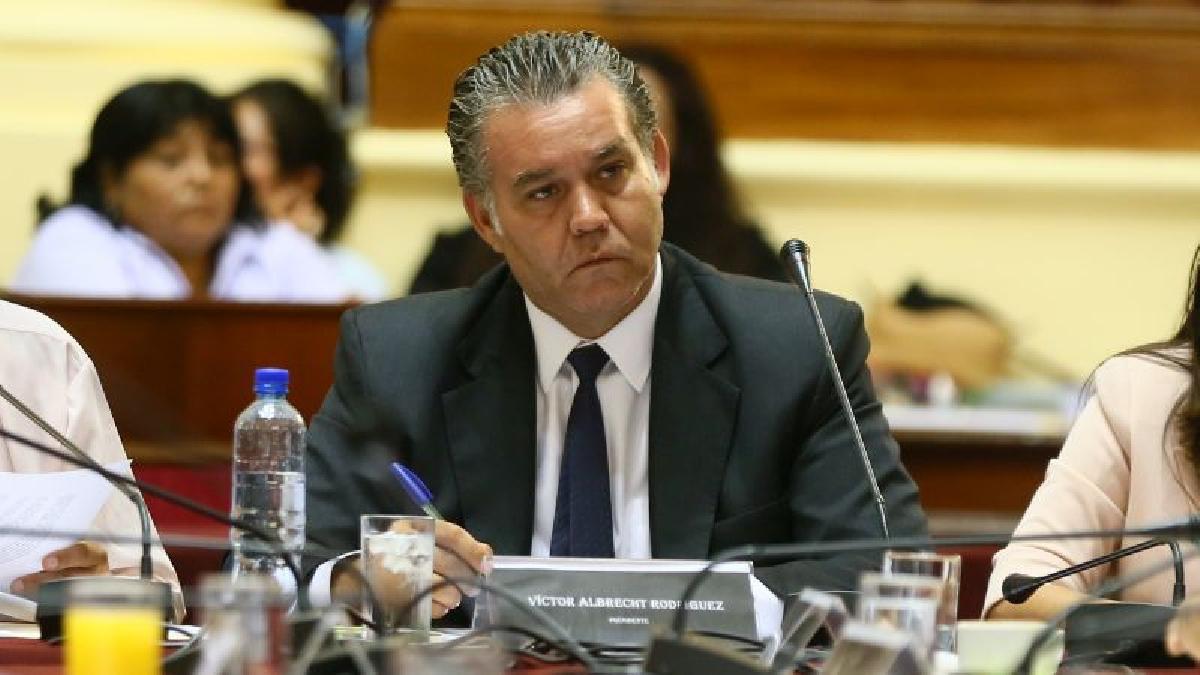 Víctor Albrecht renunció luego que lo vincularan con el gobernador regional del Callao, Félix Moreno, acusado de recibir sobornos de Odebrecht.