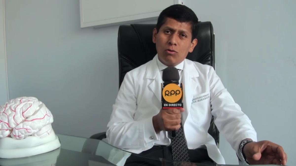 El neurólogo David Lira explica que en el Perú el 'cuidador' de un paciente con Parkinson suele ser un familiar, pero eso no es lo más conveniente. El experto explica por qué.