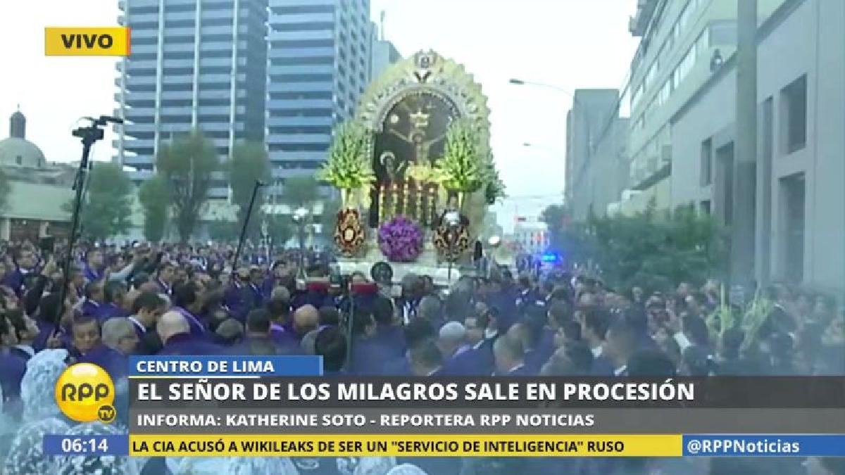 Desde hace unos años se ha convertido en una tradición que el Señor de los Milagros salga en procesión en Viernes Santo.