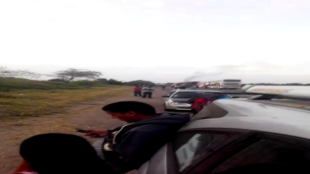 Pobladores de Piura bloquean Panamericana Norte desde las seis de la mañana.