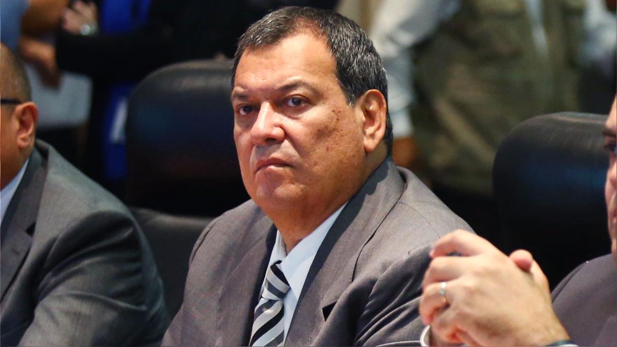 El ministro de Defensa se pronunció sobre las declaraciones del congresista Justiniano Apaza