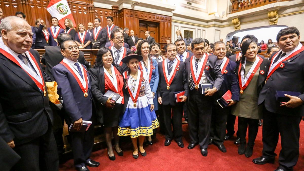 Congresistas del Frente Amplio como Marisa Glave, Marco Arana, Richard Arce, Indira Huilca y Tania Pariona criticaron las declaraciones de Apaza.