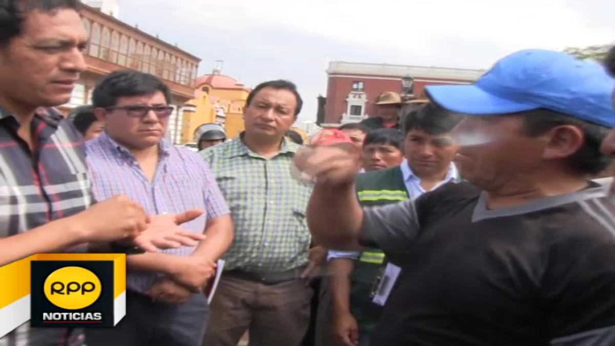 Dirigentes y ronderos de Santiago de Chuco pidieron al gobernador regional Luis Valdez la rehabilitación de las vías de acceso.