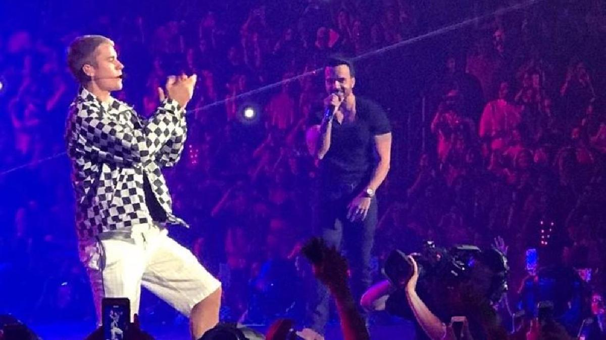 El cantante canadiense interpretó un fragmento de la nueva versión de 'Despacito'.