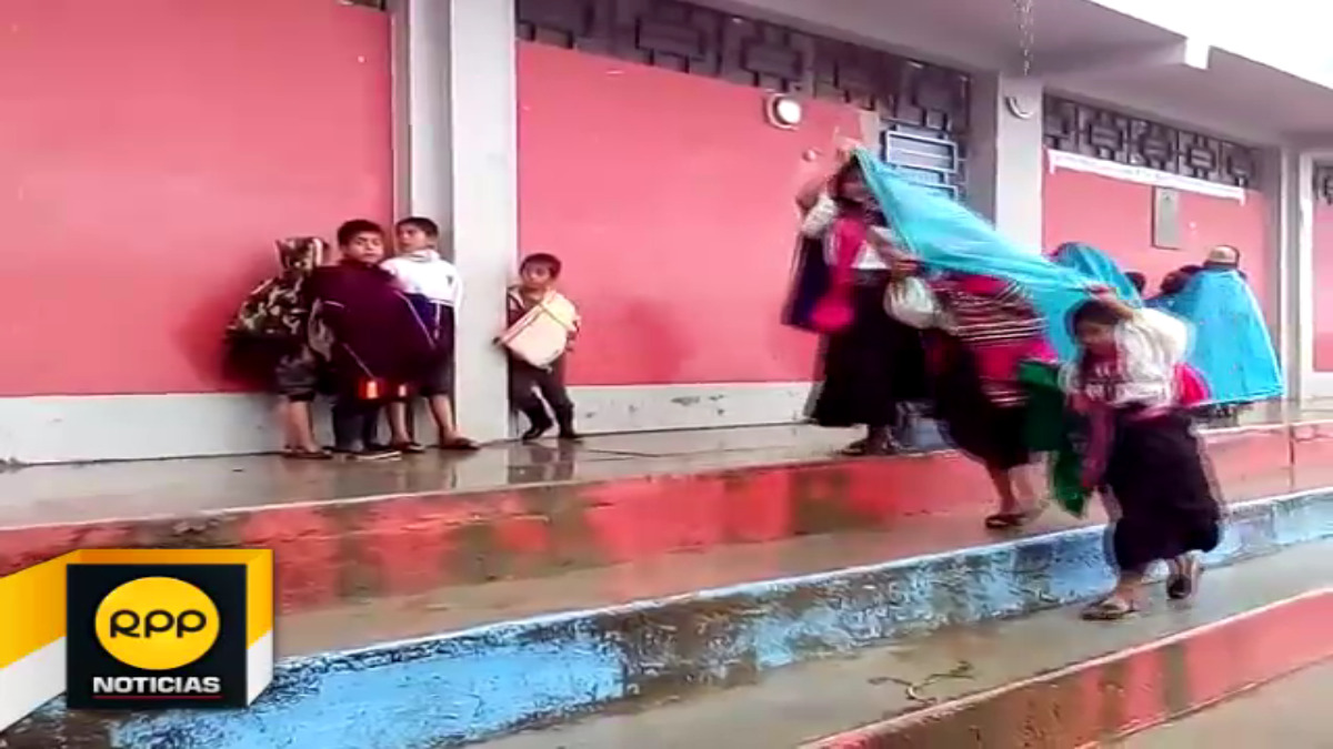 Escolares de Salas asistieron a sus colegios pese a las lluvias