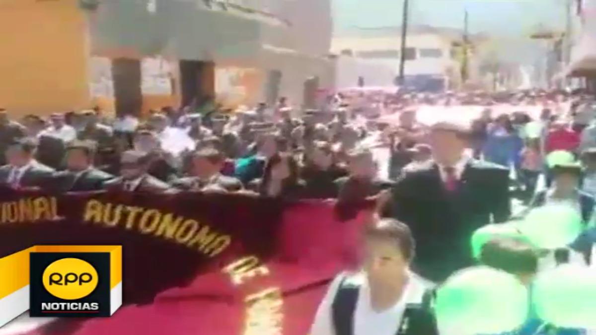 Estudiantes de diversos niveles participaron de las festividades en la plaza de armas de dicha ciudad.