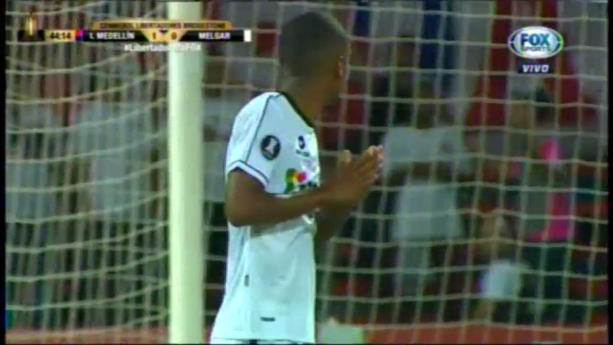 Nilson Loyola no pudo parar una pelota a los 13 minutos y ahí nació el gol del primer gol del DIM.