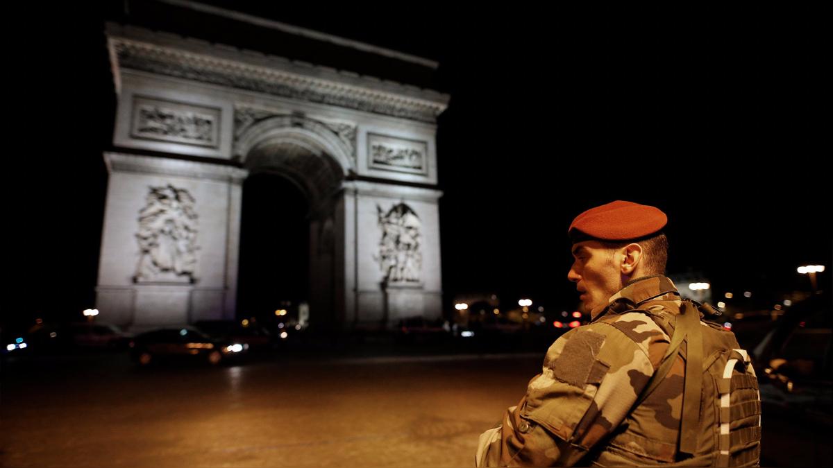 El video del atentado en París circuló en las redes sociales.
