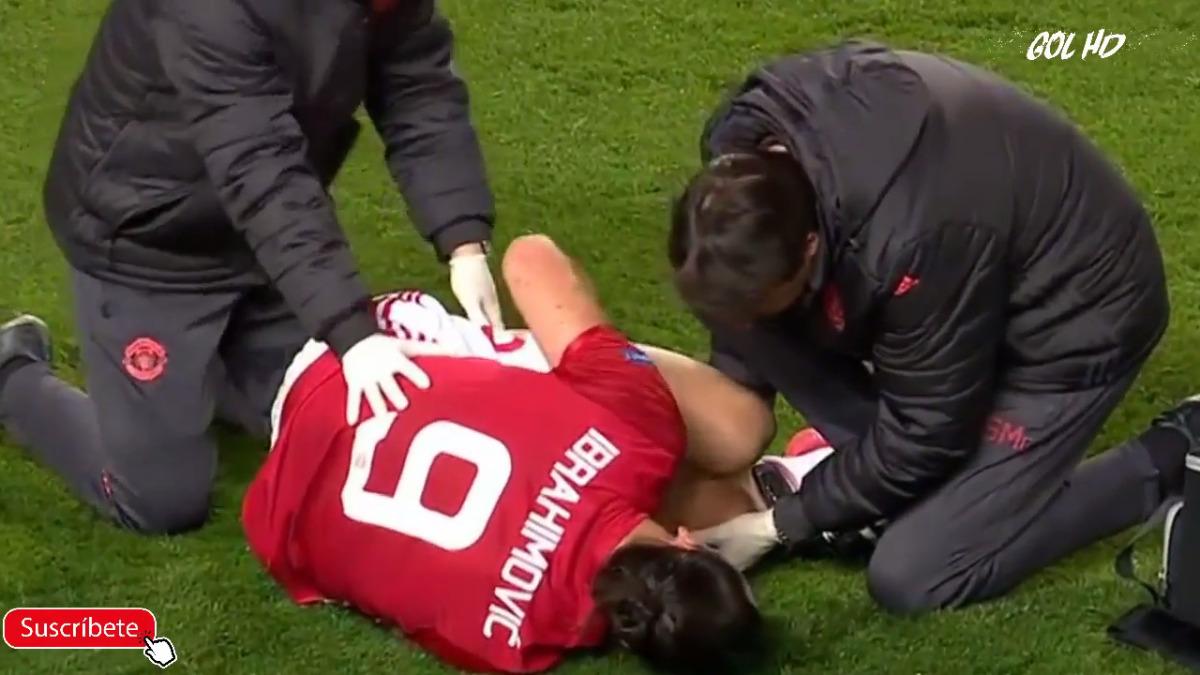 Zlatan Ibrahimovic se lesionó en el duelo entre Manchester United y Anderlecht.