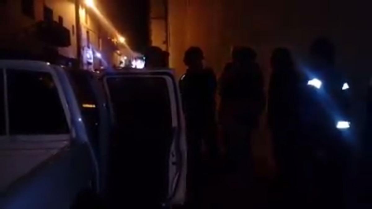 En los videos se observa que cerca de dos decenas de efectivos policiales rodearon el evento donde se proyectó un documental en contra de la minera Hudbay.