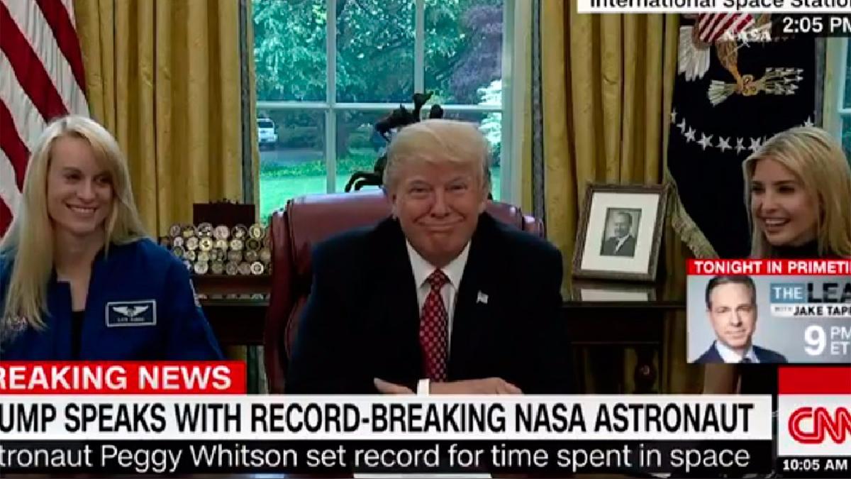 Donald Trump tomó con gracia la confesión de la astronauta.