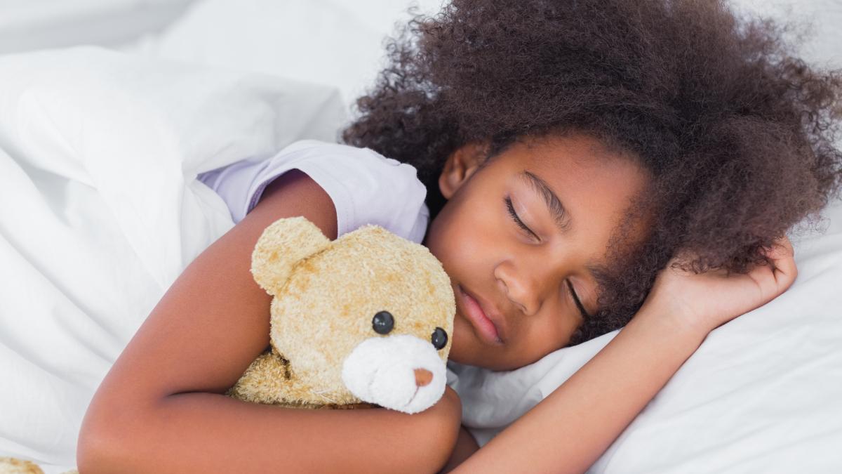 La falta de sueño conlleva, en casos más leves, la presencia de trastornos como el insomnio e hipersomnia, causados por la ansiedad y presentes a cualquier edad.