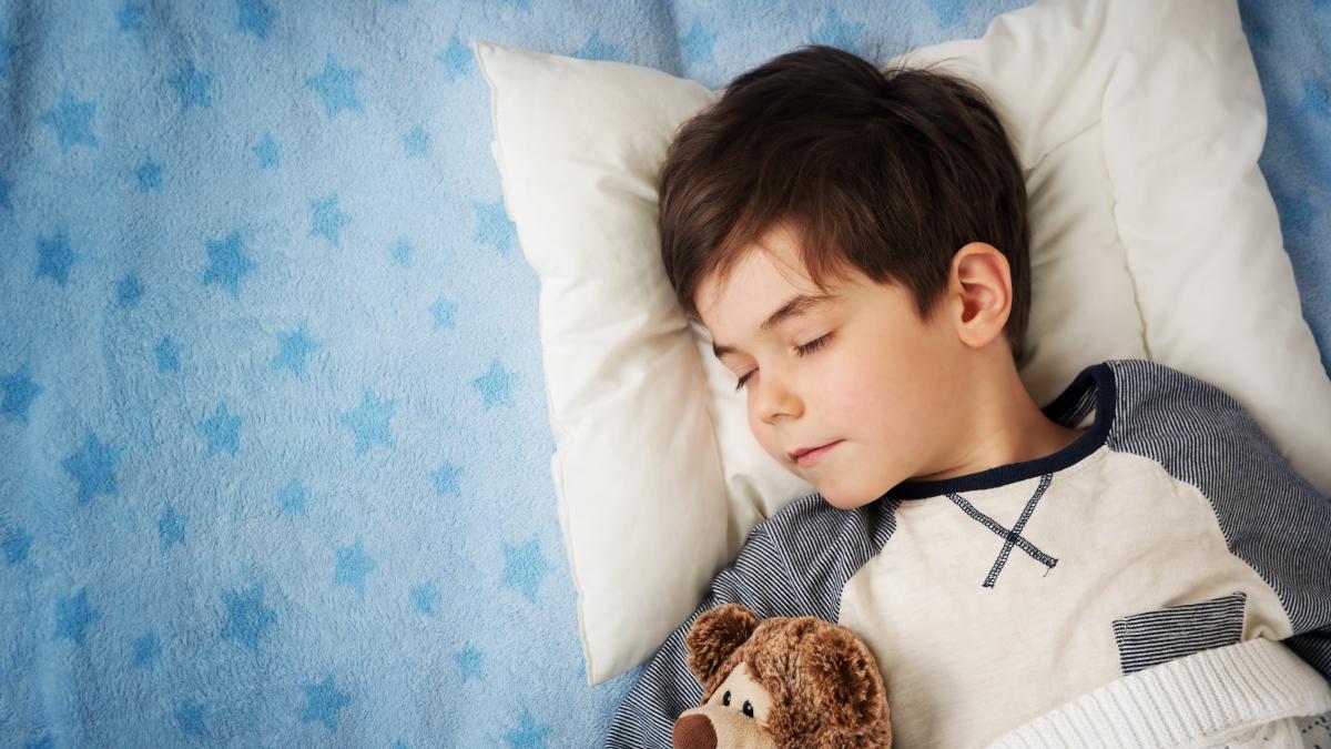 Creer que no dormir por hacer una actividad es ganar tiempo, pero es un error.