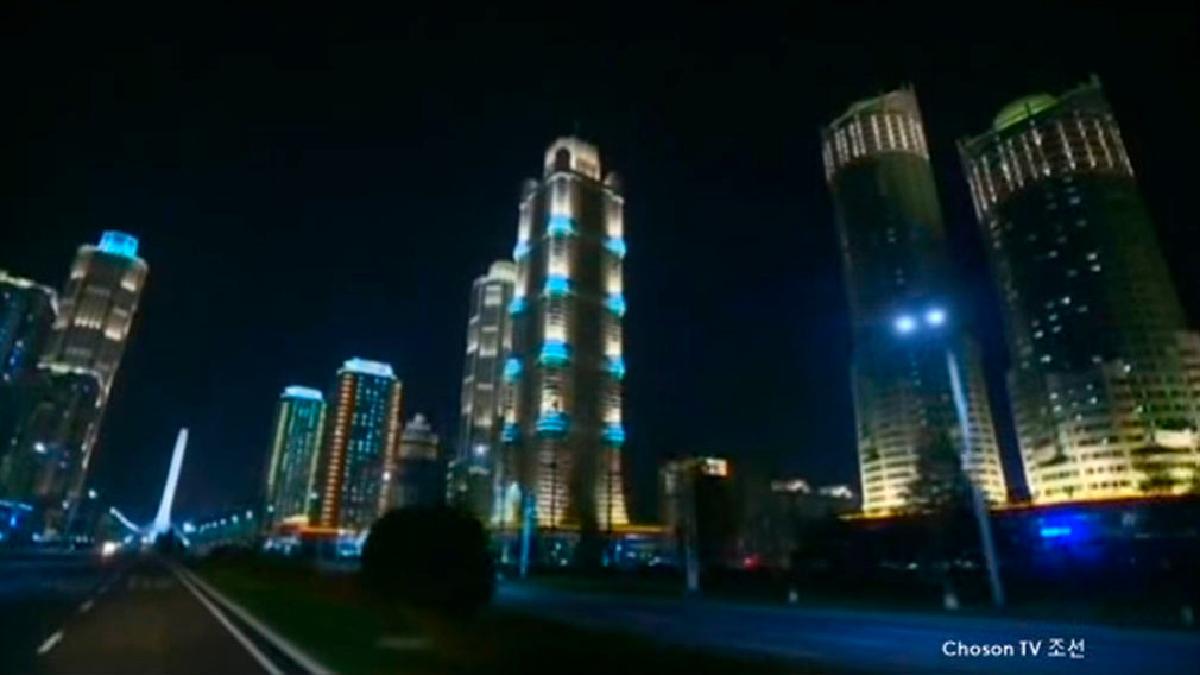 Corea del Norte mostró su otra cara, llena de edificios imponentes y calles ordenadas y bien iluminadas.