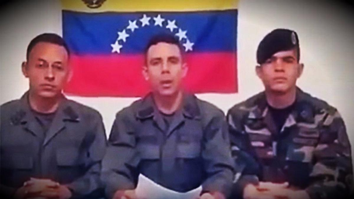 Los tres tenientes denunciaron que en su país se ha desencadenado un peligroso círculo de violencia que podría generar una guerra civil.