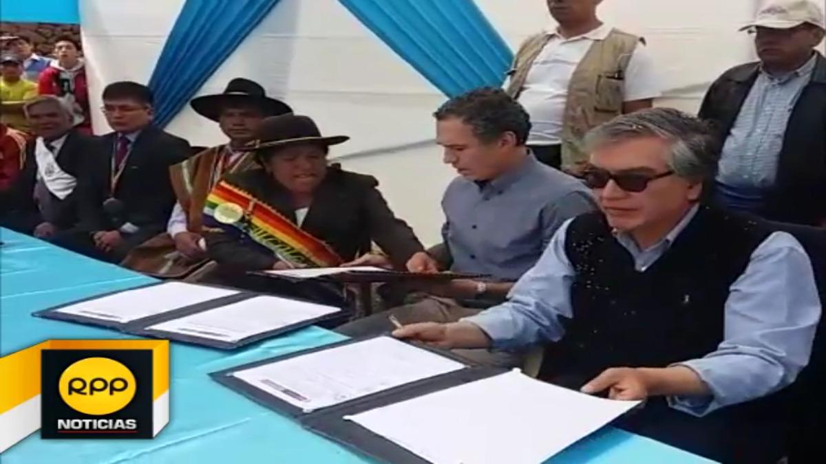 Ministro Del Solar llegó hasta el distrito de Yukay para entregar el andén más grande del país, el cual fue restaurado.