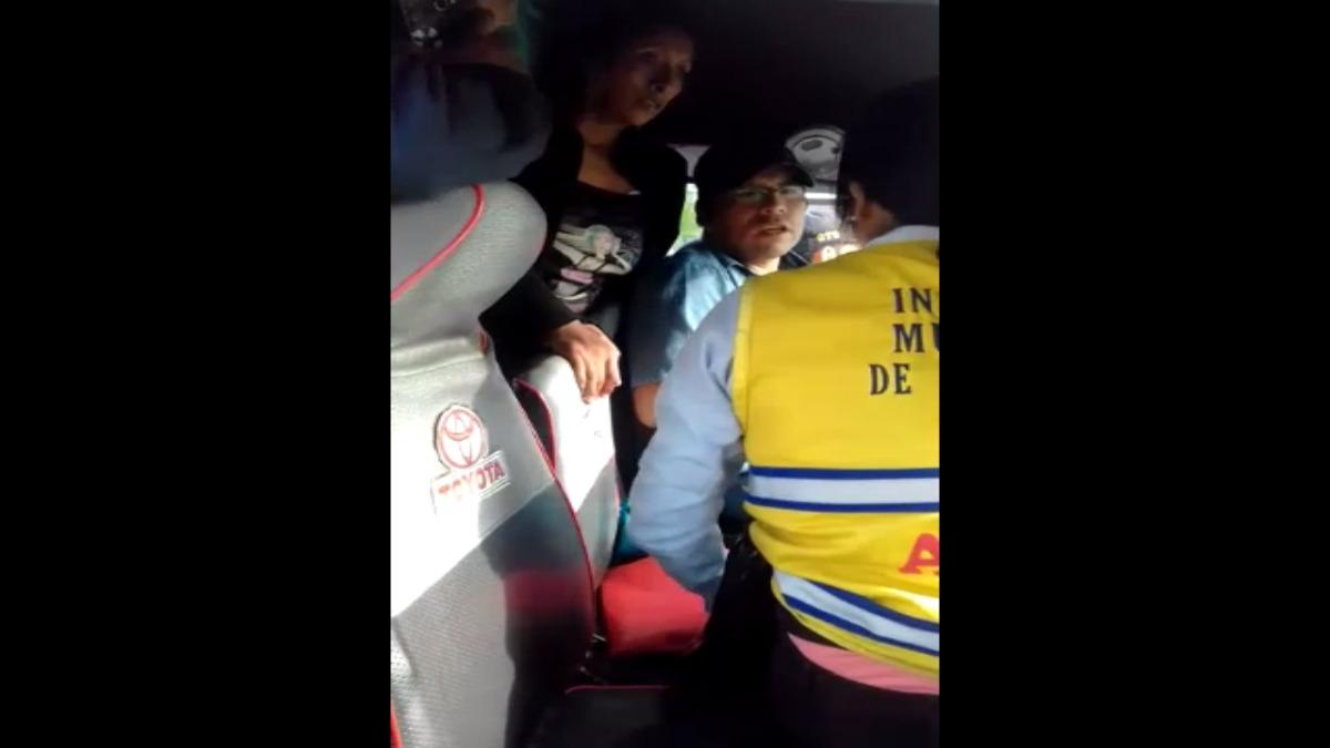 Así fue la discusión entre la inspectora y el conductor durante la intervención.