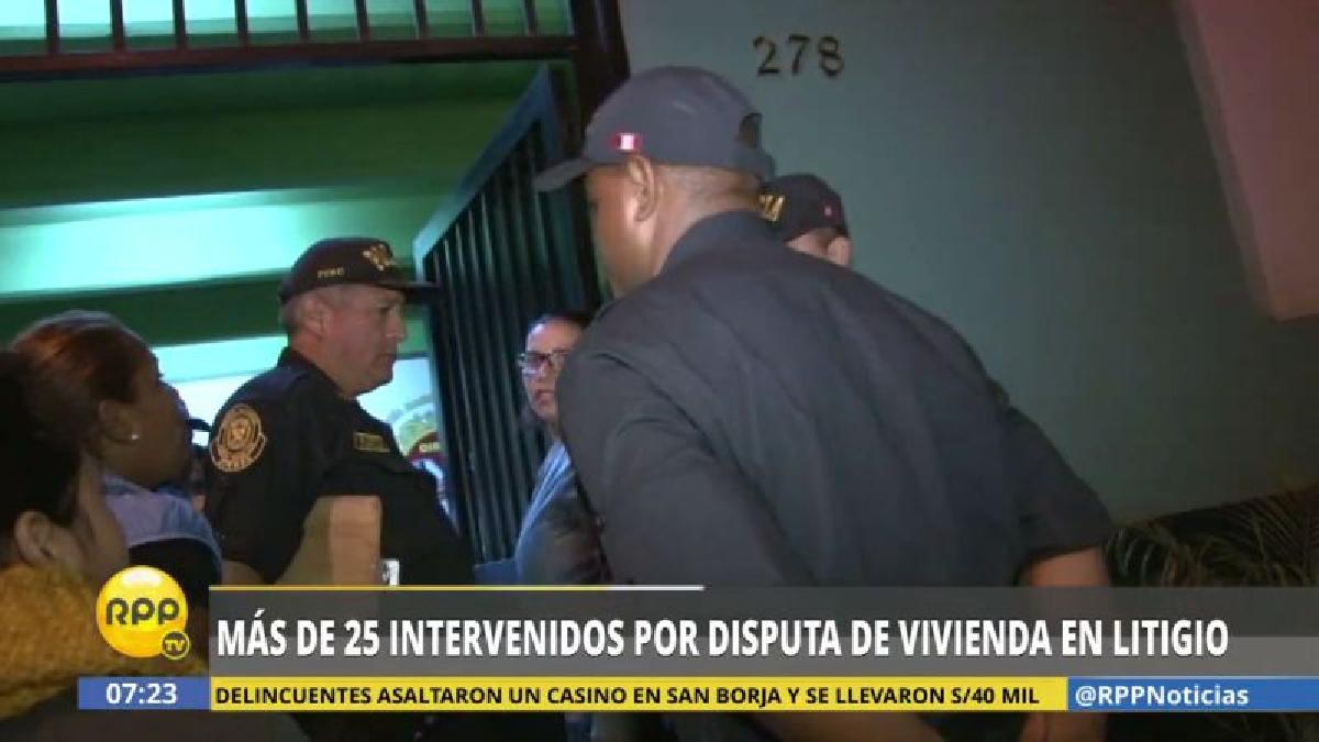 Los habitantes de la casa denunciaron que estas personas ingresaron violentamente y destrozaron sus pertenencias.