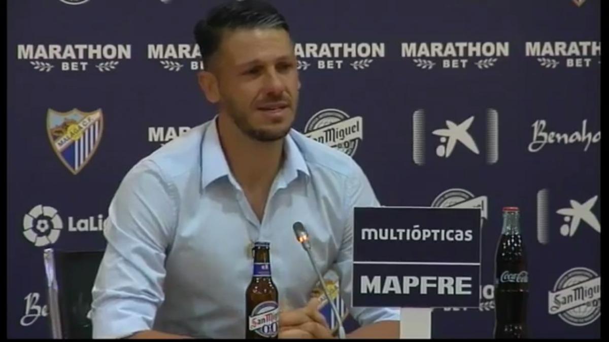Demichelis dio un discurso para anunciar su retiro en una conferencia de prensa.