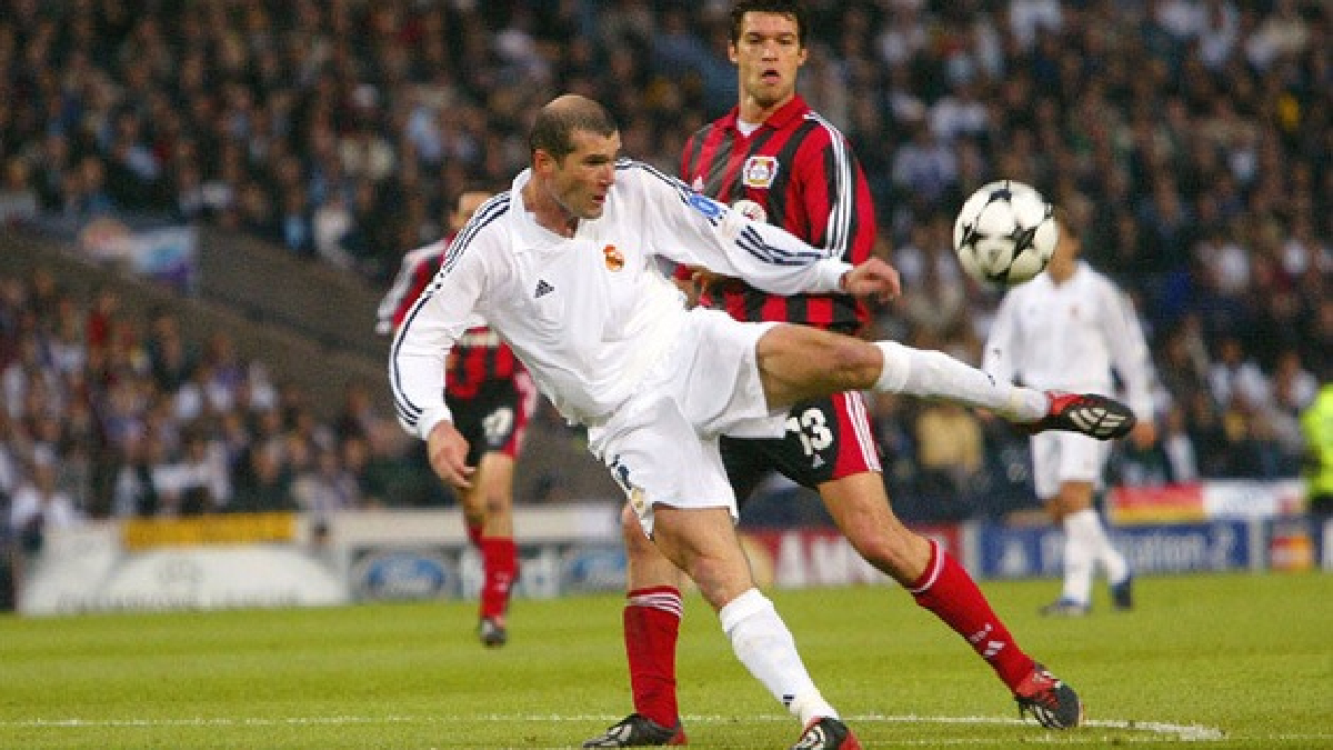 Revive el gol de Zinedine Zidane al Bayer Leverkusen.