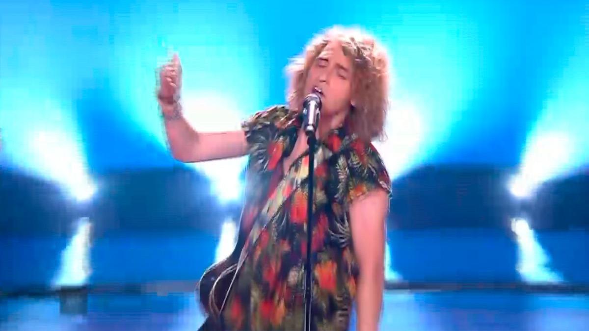 El momento del gallo de Manel Navarro en Eurovisión.