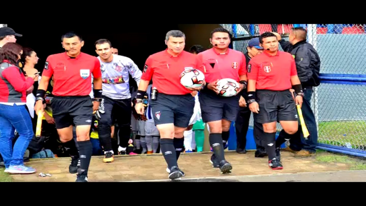 Henry Gambetta amonestó a Gino Guerrero y se perderá la primera final del Torneo de Verano en Arequipa.