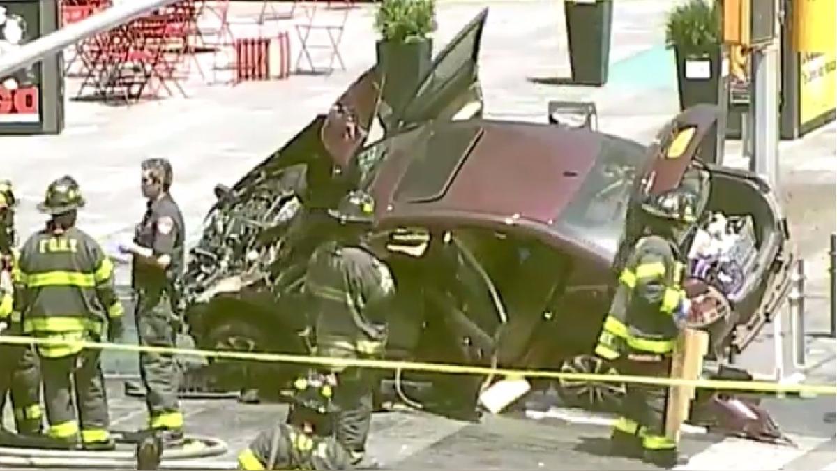 Así quedó el vehículo en la vía pública luego de atropellar a al menos 13 personas.