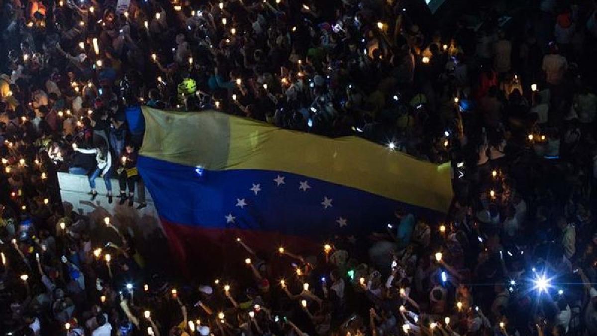 Este homenaje se realizó simultáneamente en distintas ciudades de Venezuela.