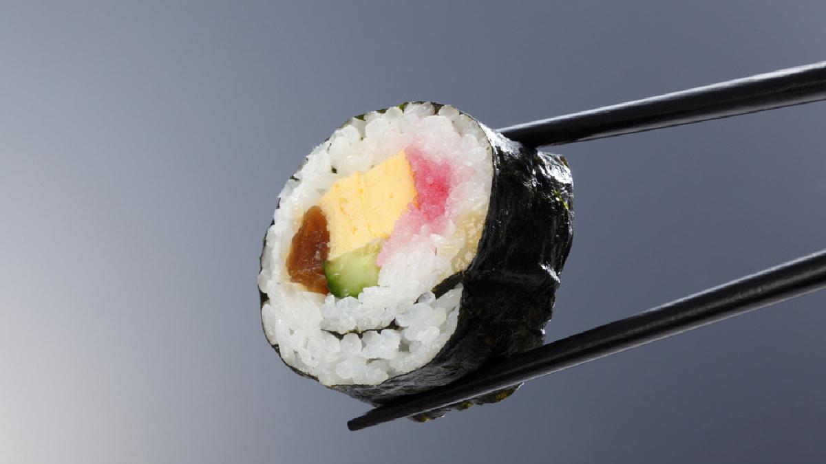 La carne fresca de pescado mantiene su carga microbiana y larvas en su intestino.