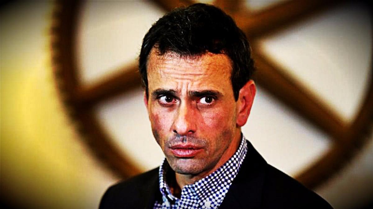 Henrique Capriles denunció la intervención que le hicieron en el aeropuerto de Maiquetía y la calificó de un robo.