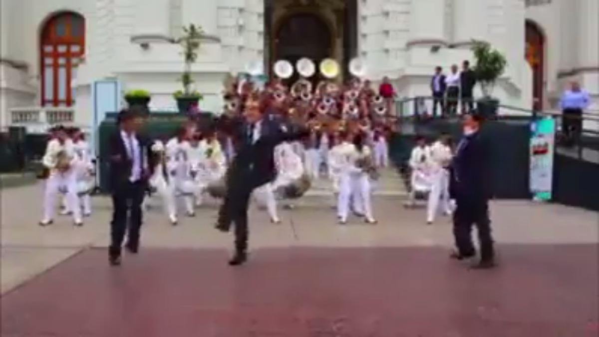 Varios congresistas se unieron a las danzas tradicionales.